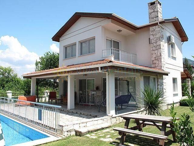 Villa Crescent